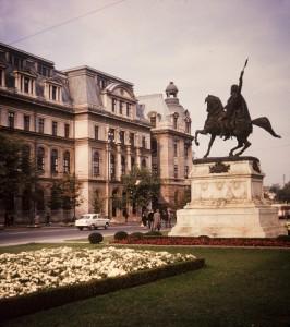 universitate-statuie